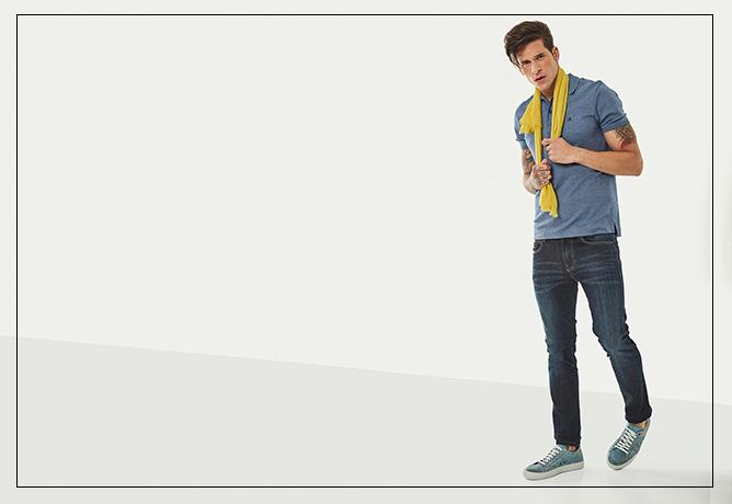 Polo e tênis em mesmo tom + detalhe de cor nos acessórios