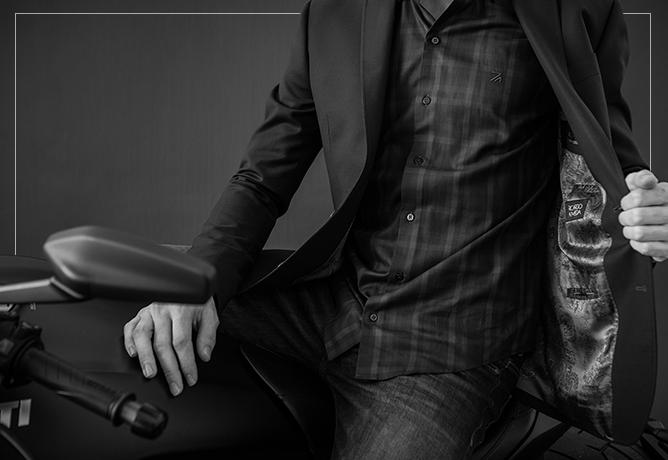 Camisa xadrez + blazer + jeans = produção urbana com DNA Ricardo Almeida